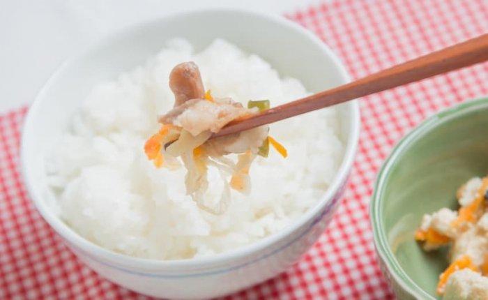 ウェルネスダイニング 豚肉と玉ねぎの味噌炒め10