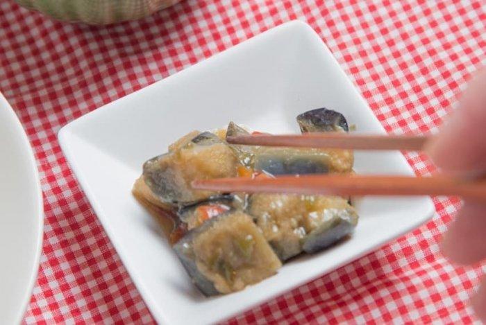 ウェルネスダイニング 豚肉と玉ねぎの味噌炒め15