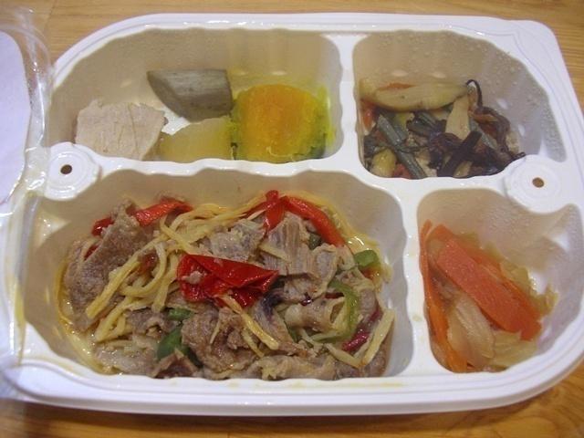 ウェルネスダイニング 豚肉と細切り野菜の炒め物11