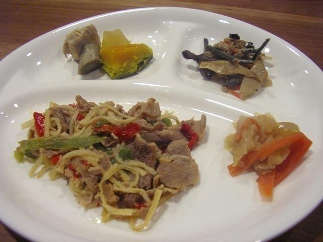 ウェルネスダイニング 豚肉と細切り野菜の炒め物13