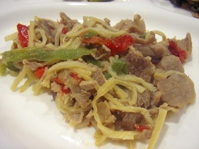 ウェルネスダイニング 豚肉と細切り野菜の炒め物17